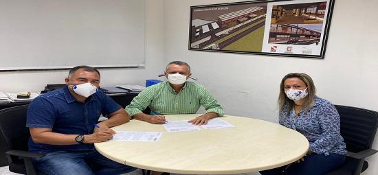 Estado firma compromisso com terminal hidroviário em Salvaterra